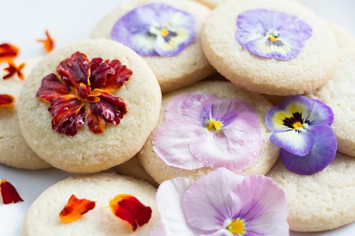 faire-des-biscuits-de-noel-biscuit-sablé-les-fleurs-réels