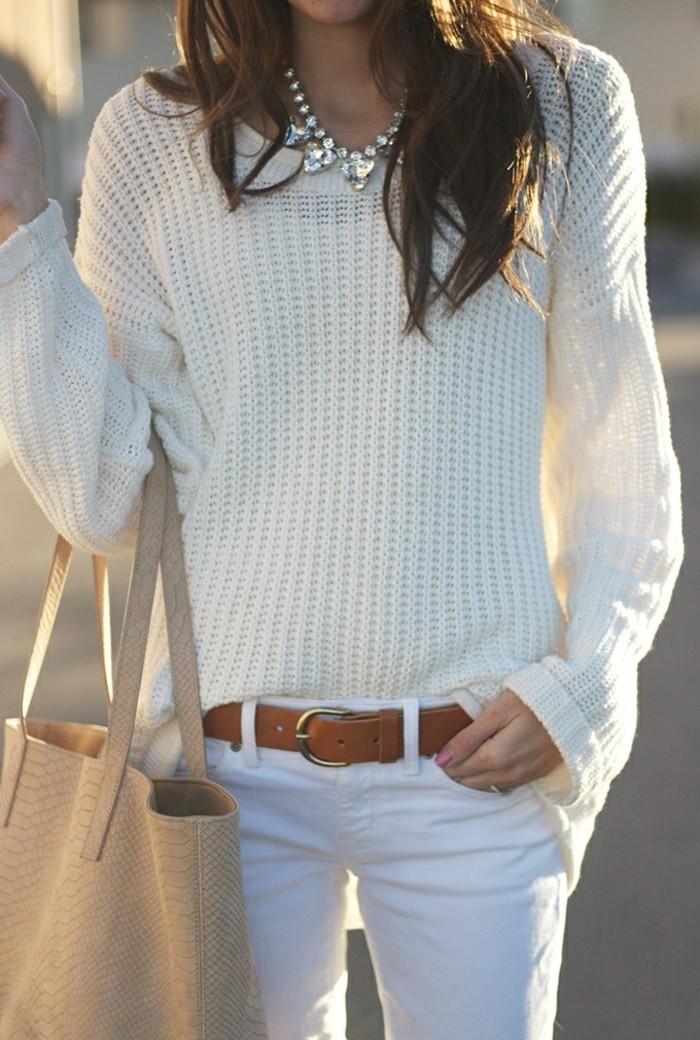 femme-jeans-le-jean-blanc-femme-accessoire-sac-à-main-collant-brunes