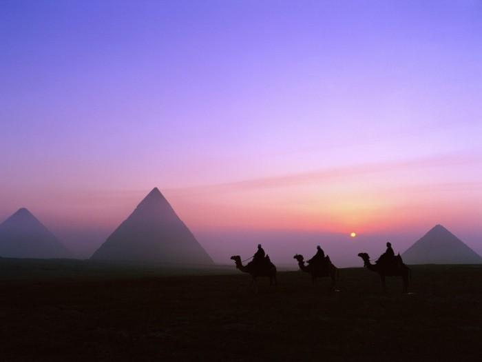 idée-pour-votre-liste-quoi-a-faire-avant-de-mourir-au-coucher-de-soleil-les-Pyramides