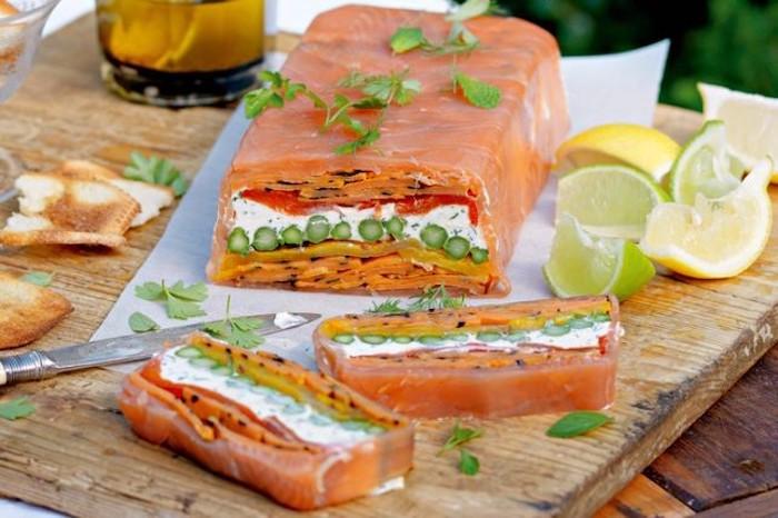 terrine de saumon, fromage de chèvre, poivrons et asperges et autres légumes, recette entrée simple et raffinée