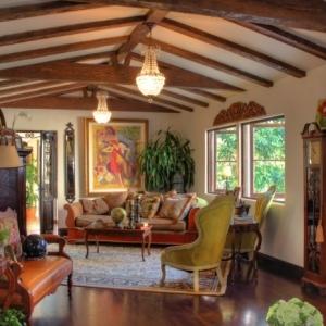 Intérieur classic et très chic à l'aide de meuble colonial