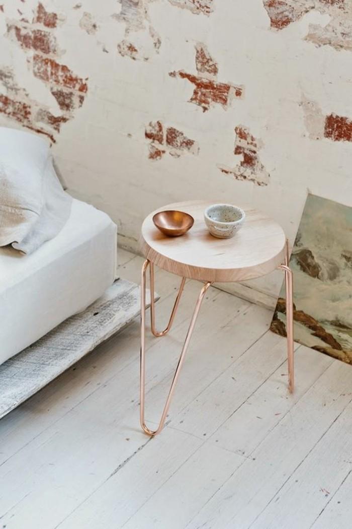 joli-design-table-d-appoint-en-bois-clair-dans-le-salon-sol-en-planchers-blancs