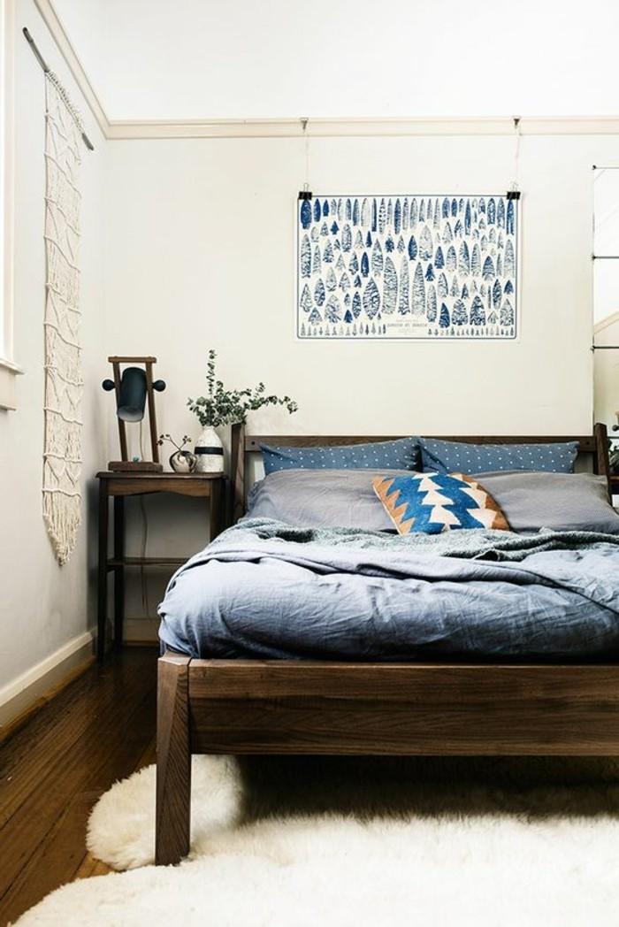 joli-lit-design-en-bois-foncé-tapis-blanc-en-fourrure-blanc-murs-beiges