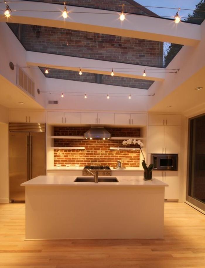 Superbe Decoration Interieure Pas Cher #2: Jolie-cuisine-avec-verrière-sol-en-parquet-mur-en-briques-verriere-interieur.jpg