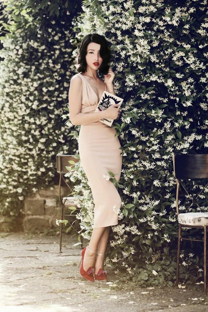 jolie-robe-de-soirée-pas-cher-en-rose-pâle-chaussures-rouges-à-talons-hauts
