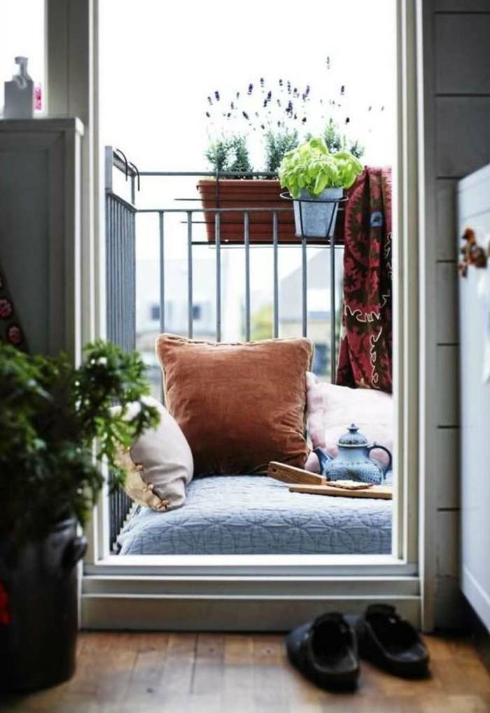 l-etagere-en-coin-excellente-idée-endroit-lire-balcon