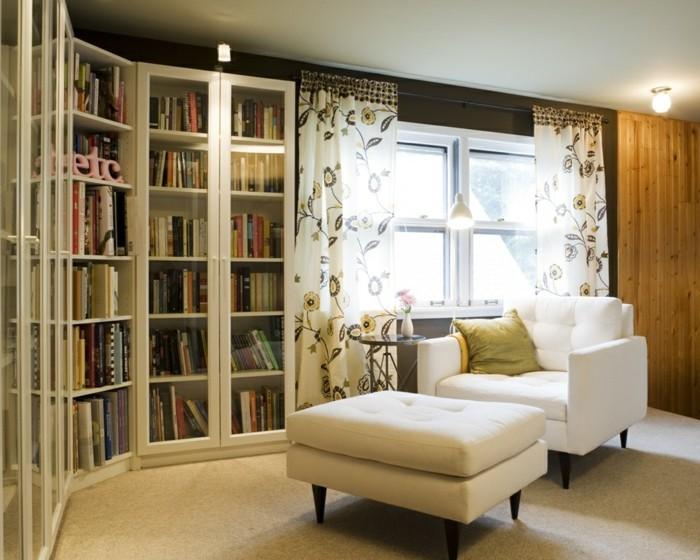 l-etagere-en-coin-excellente-idée-endroit-lire-fauteuil