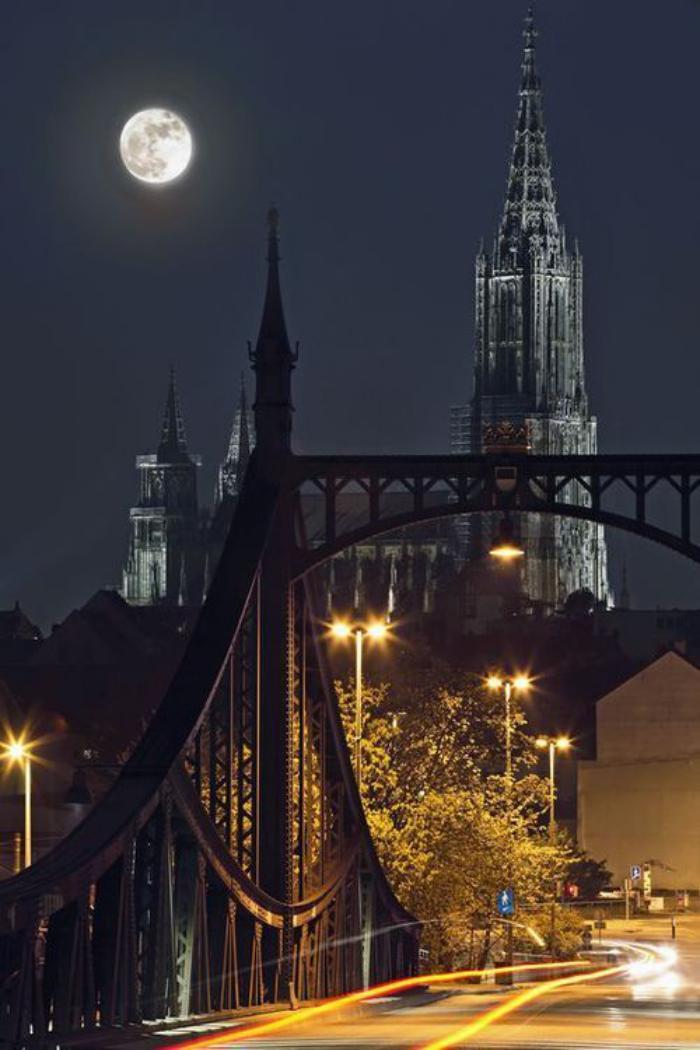 la-pleine-lune-photographie-pliene-lune-et-la-ville