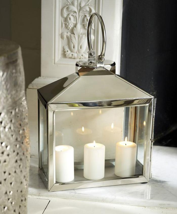 lanterne-bougie-finition-argentée-trois-bougies-blanches