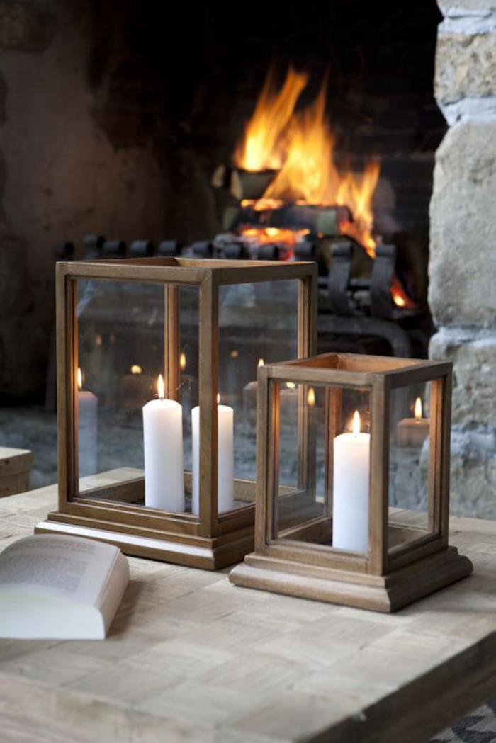 lanterne-bougie-lanternes-à-bougie-simples-près-de-la-cheminée
