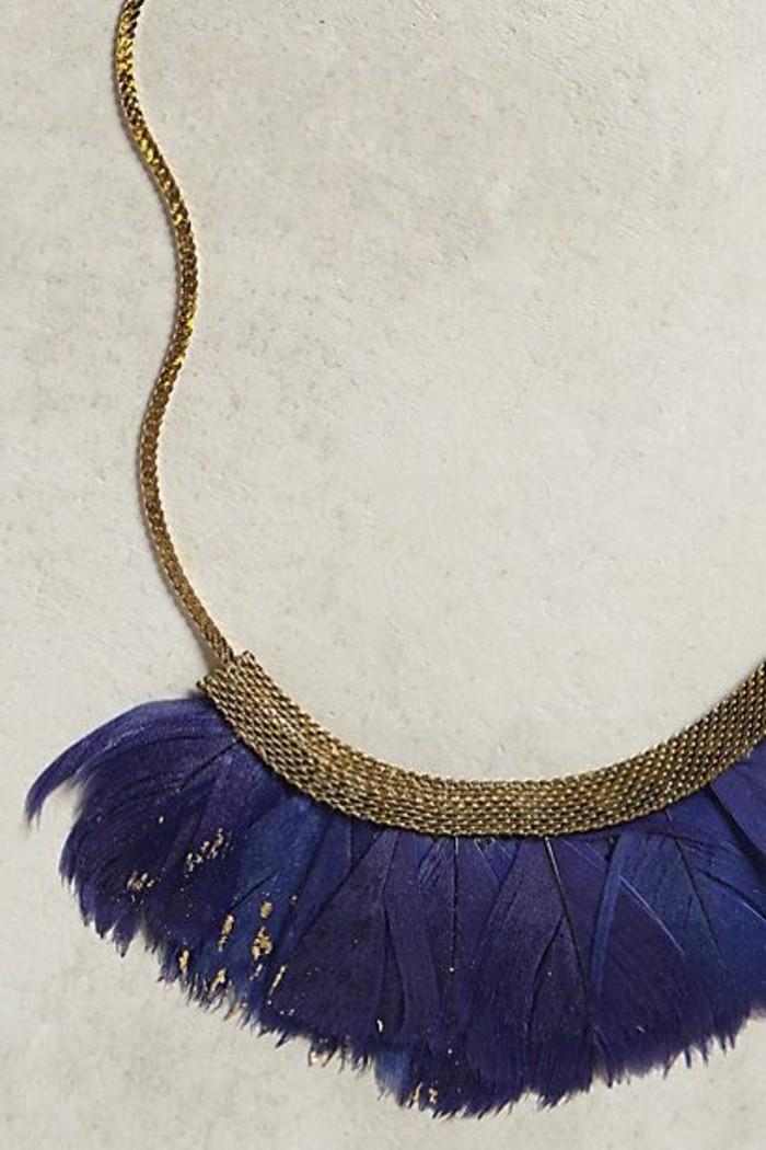 les-bijoux-originaux-femme-avec-plumes-bleu-foncé-les-tendances-chez-les-bijoux-femme