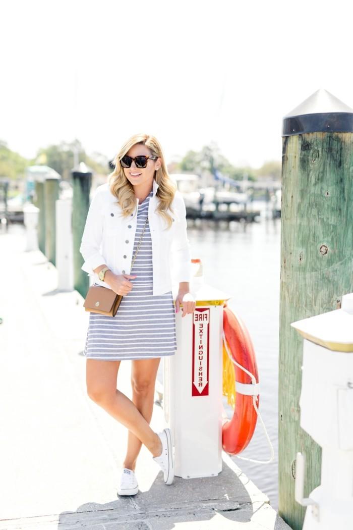 magnifiques-chaussures-femme-blanche-sur-la-plage