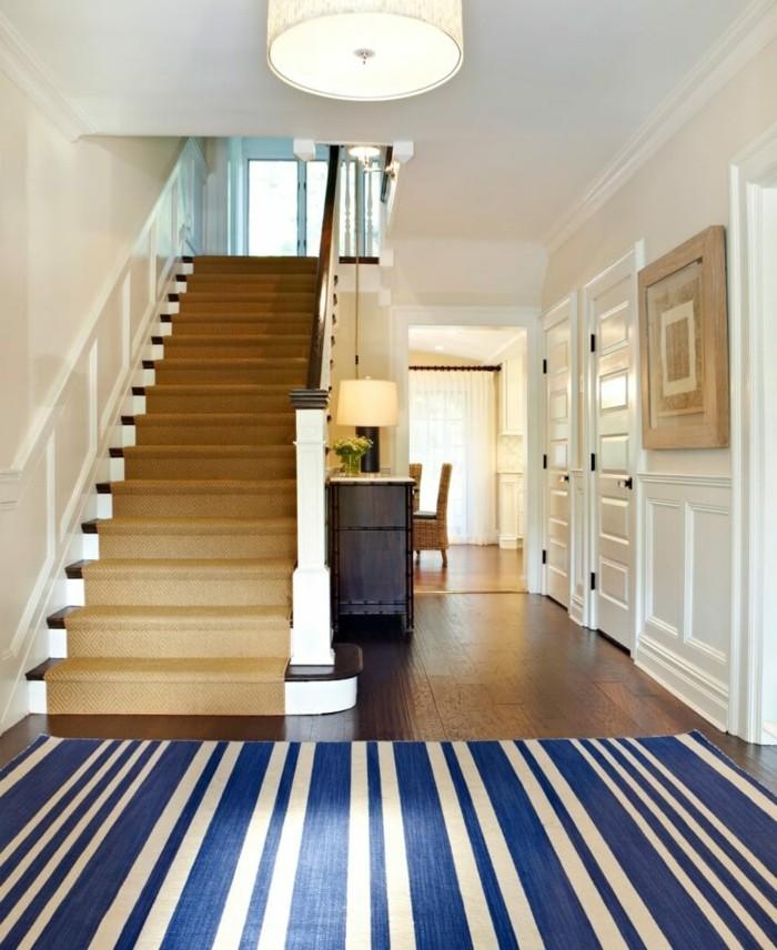meubles-coloniaux-meuble-ethnique-intérieur-couloir-escalier