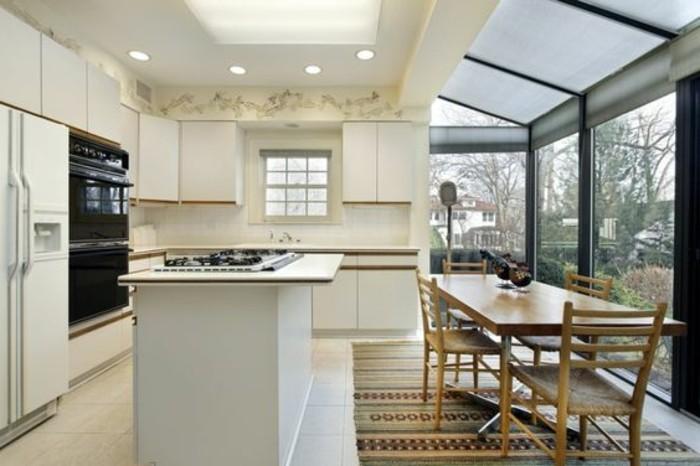 meubles-de-cuisine-beiges-cuisine-beige-verriere-interieure-pas-cher-tapis-coloré