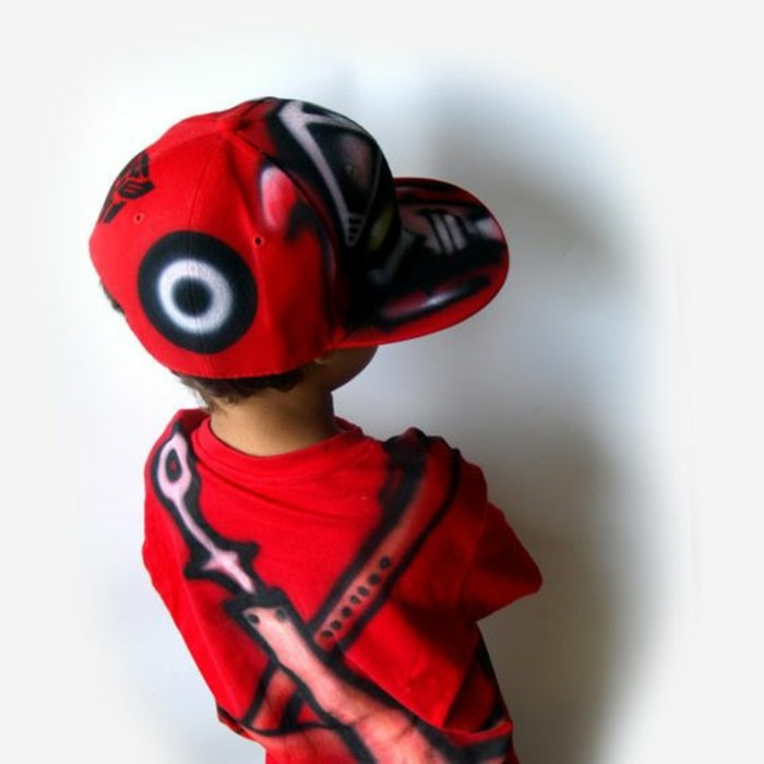 mignon-en-rouge-magnifique-casquette-a-personnaliser-cool-idée-mignon-enfant