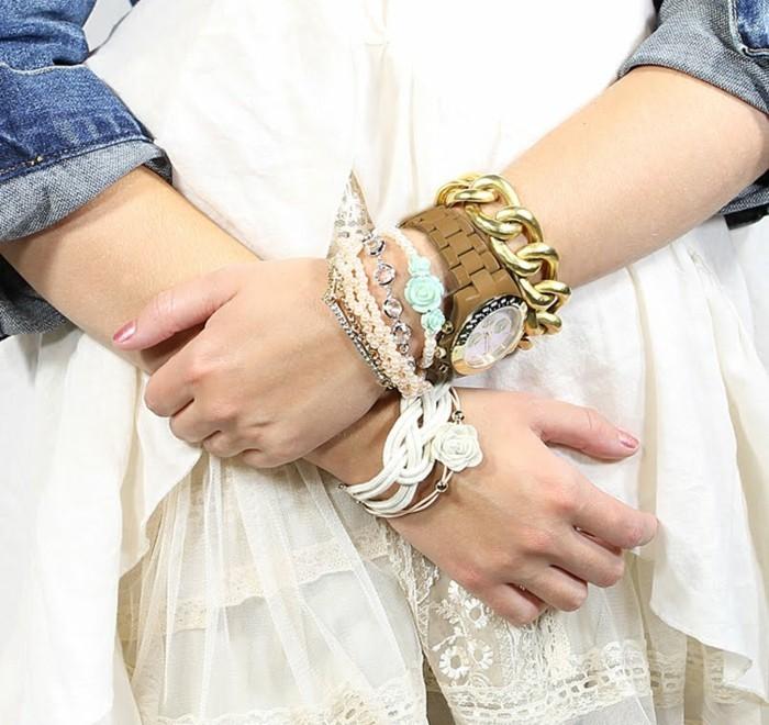 montre-fantaisie-femme-avec-plusieurs-bracelets-resized