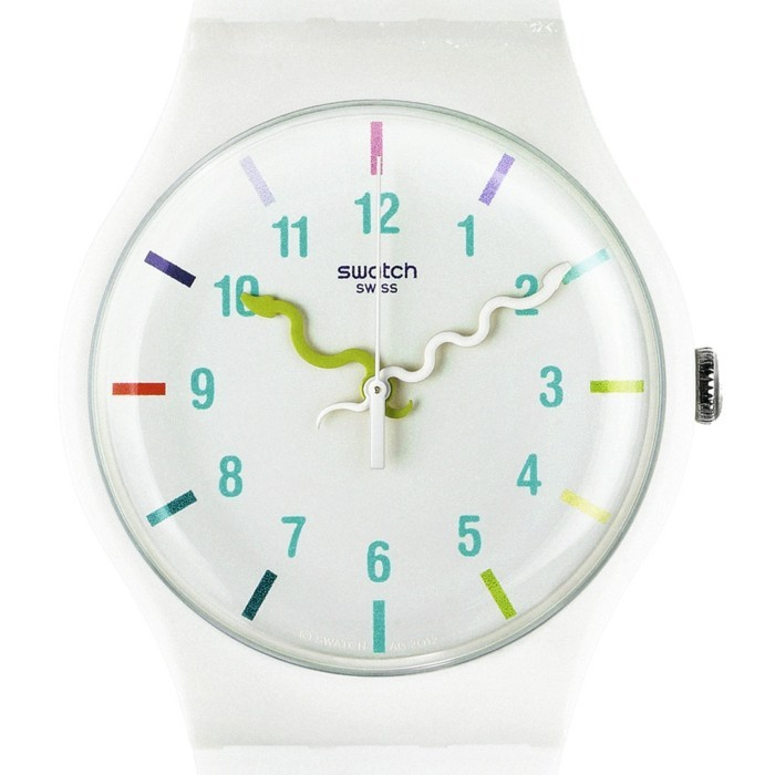 montre-swatch-blanche-aux-aiguilles-en-forme-de-serpents-resized