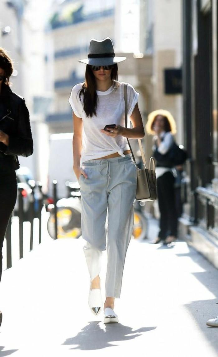 pantalon-gris-t-shirt-femme-chapeau-gris-tendances-de-la-mode-femme-sac-bandouliere