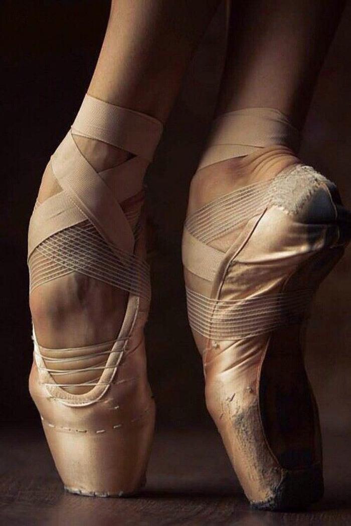 pointes-de-danse-classique-aux-élastiques