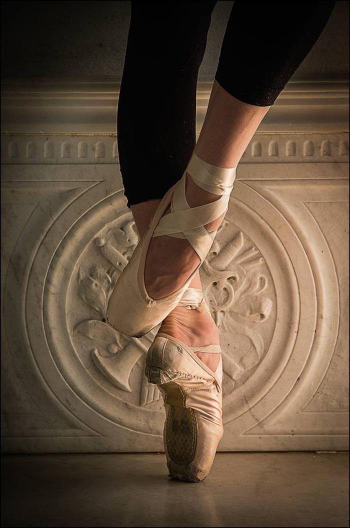 pointes-de-danse-classique-danse-classique-pointes-blanches