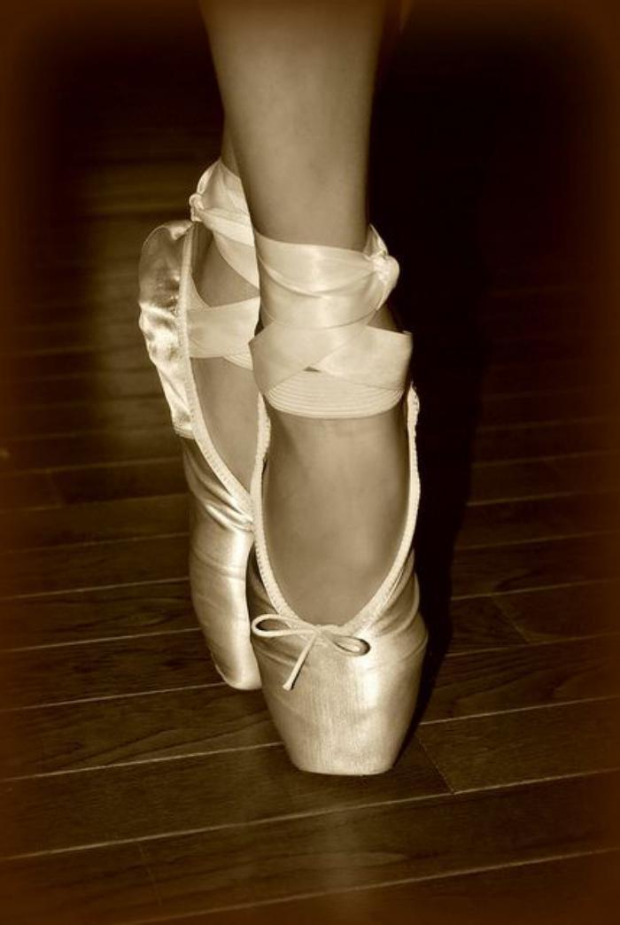 pointes-de-danse-classique-se-relever-à-ses-pointes