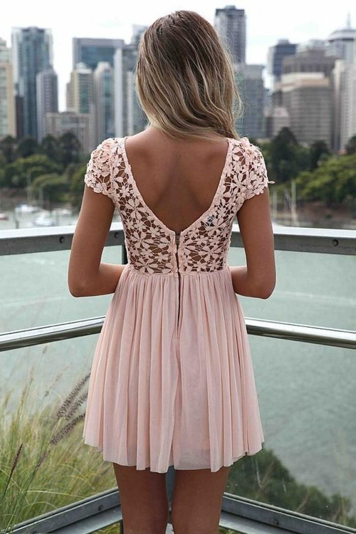 pratique-robe-longue-noire-dentelle-rose-poudré
