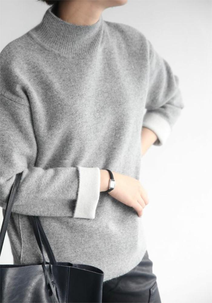pull-gris-sac-a-main-noir-en-cuir-comment-s-habiller-selon-les-dernieres-tendances-de-la-mode