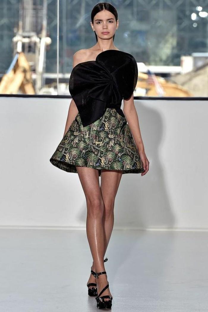 robe-courte-chic-pas-cher-robe-de-mariage-pas-cher-sandales-a-talons-hauts-noirs