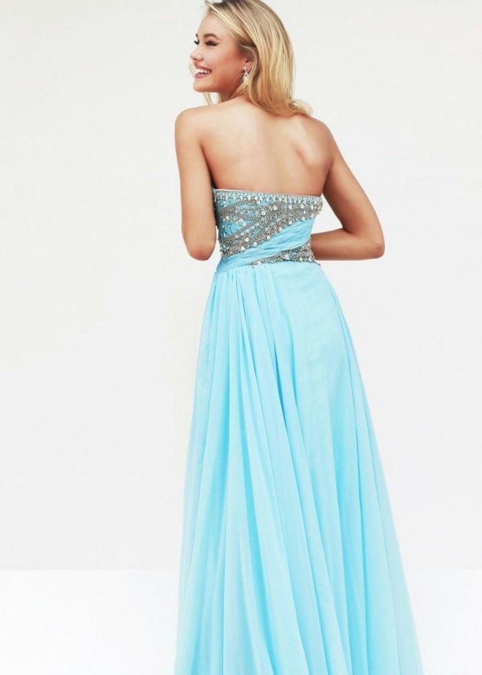 robe-de-soirée-longue-bleu-pastel-aux-décorations-effet-gouttelettes-resized