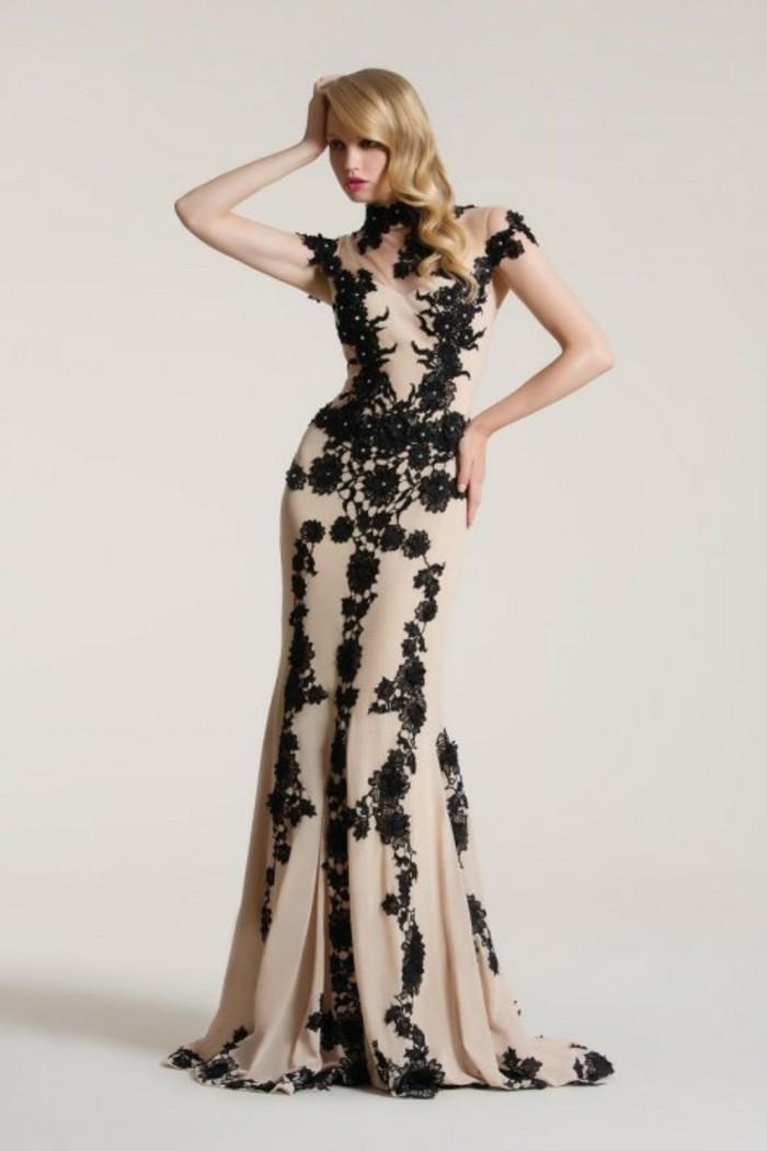 robe-de-soirée-longue-couleur-caramel-et-motifs-dentelle-noire-resized