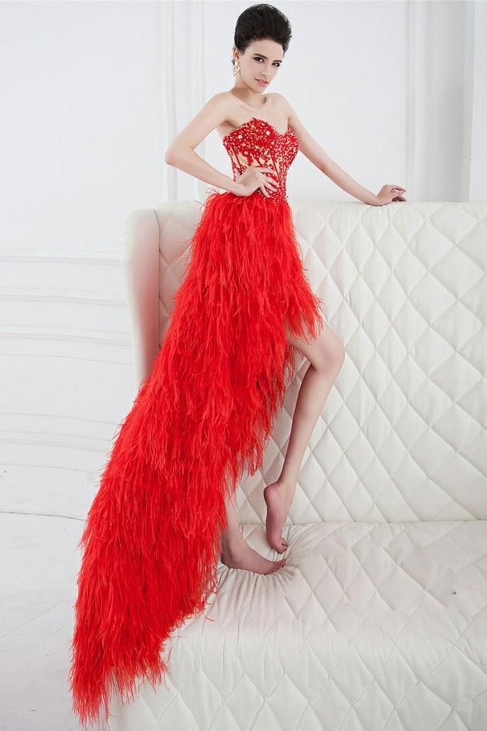 robe-de-soirée-longue-rouge-plumes-resized