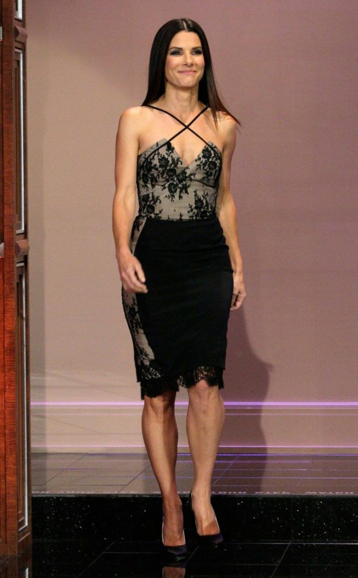 les plus belles robes en dentelle fashion designs. Black Bedroom Furniture Sets. Home Design Ideas