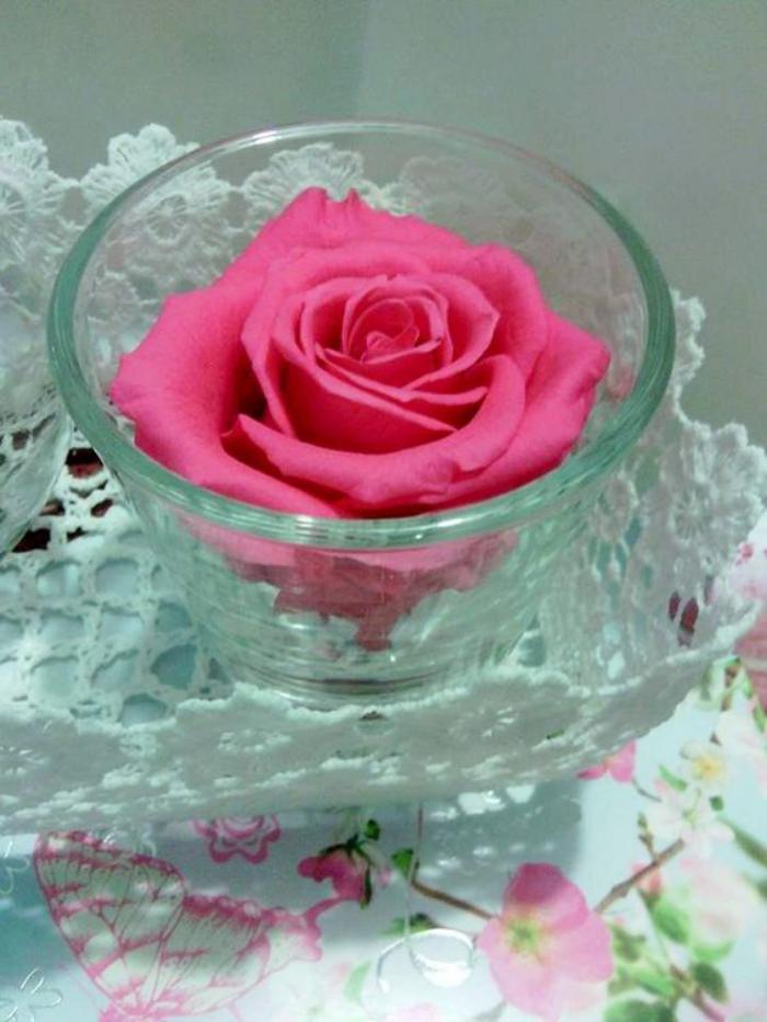 rose-stabilisée-centre-de-table-jolie-rose-éternelle-en-vase-de-verre