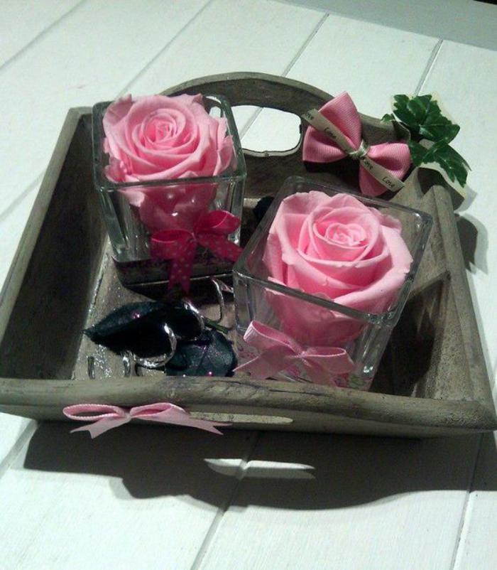Essayez la rose stabilis e pour la d coration de vos - Place du verre a eau sur une table ...
