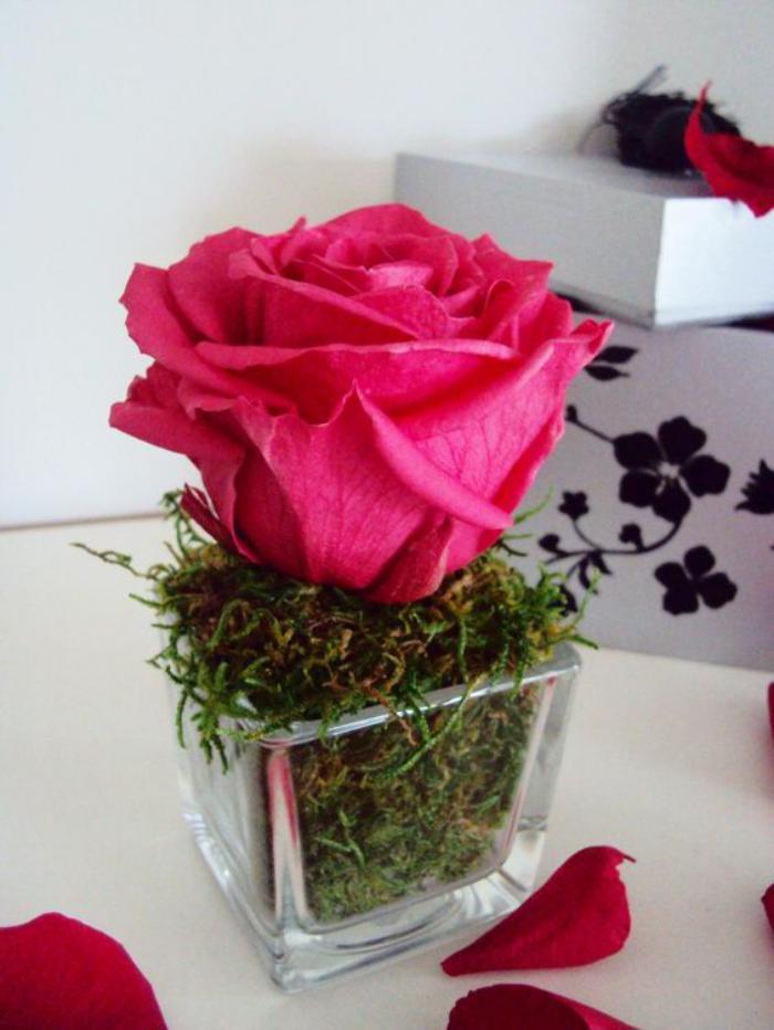 essayez la rose stabilis e pour la d coration de vos tables. Black Bedroom Furniture Sets. Home Design Ideas
