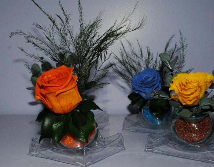 rose-stabilisée-jolies-arrangements-avec-des-roses-éternelles
