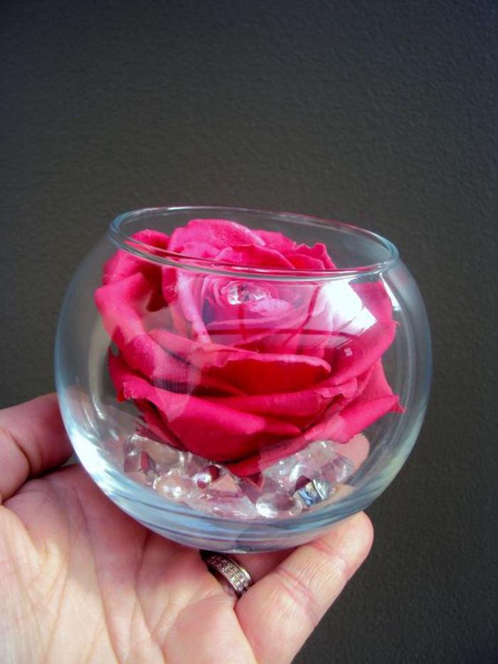 rose-stabilisée-petit-vase-boule-et-rose-stabilisée