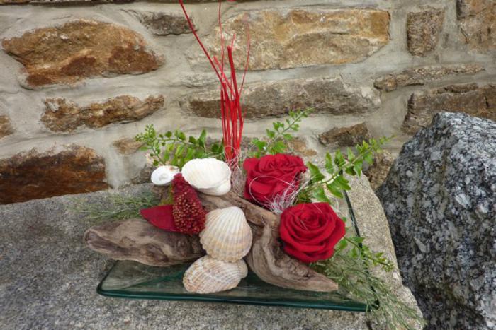 rose-stabilisée-roses-bois-flotté-et-coquillages