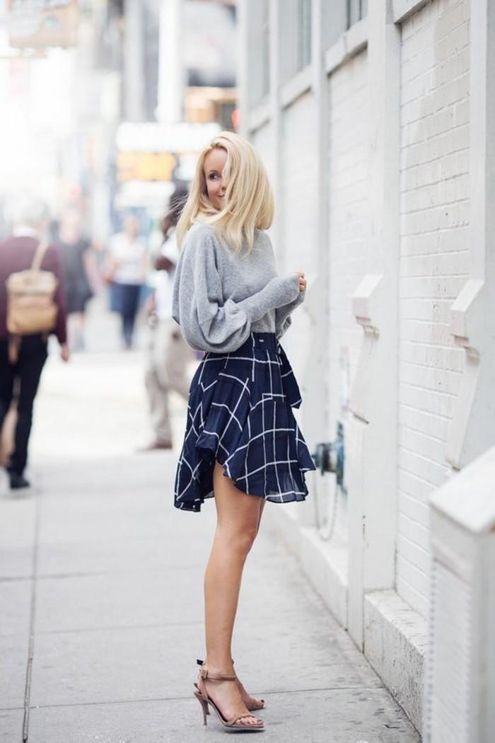 s-habiller-selon-sa-morphologie-comment-s-habiller-classe-femme-talons-hauts-jupe-courte