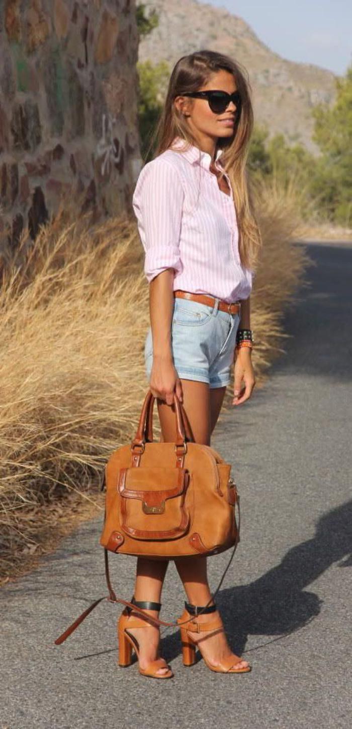 sac-camel-combiné-avec-jolies-chaussures-et-ceinture