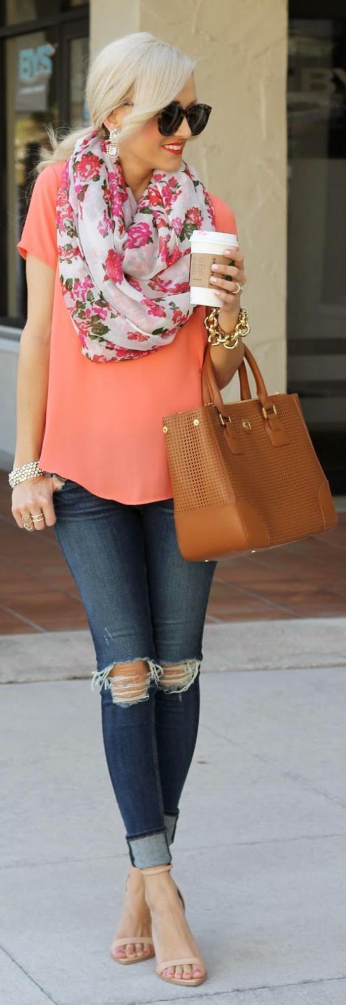 sac-camel-jolie-chemise-rose-foulard-d'été