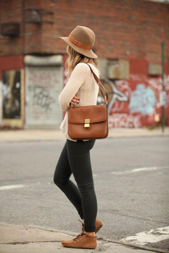 sac-camel-petit-satchel-couleur-camel-et-chaussures-camel