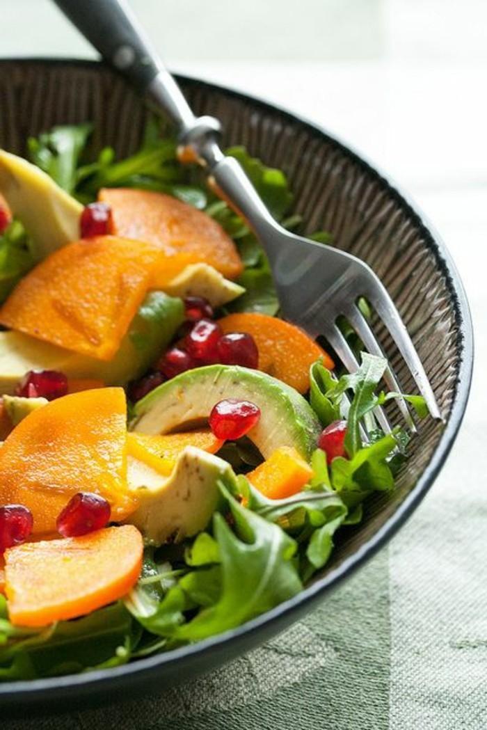 salade-avec-avocado-repas-equilibré-menu-équilibré-pas-cher-sainement