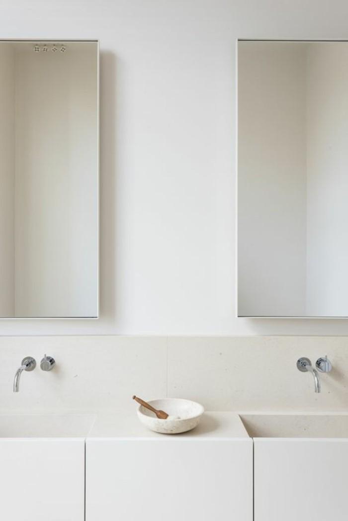 salle-de-bain-beige-modele-de-salle-de-bain-à-l-italienne-meubles-salle-de-bain