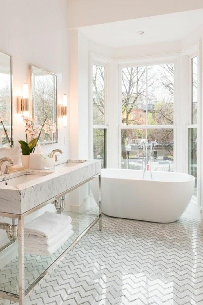 salle-de-bain-design-luxe-salle-de-bain-blanche-grande-baignoire-pres-de-la-fenetre