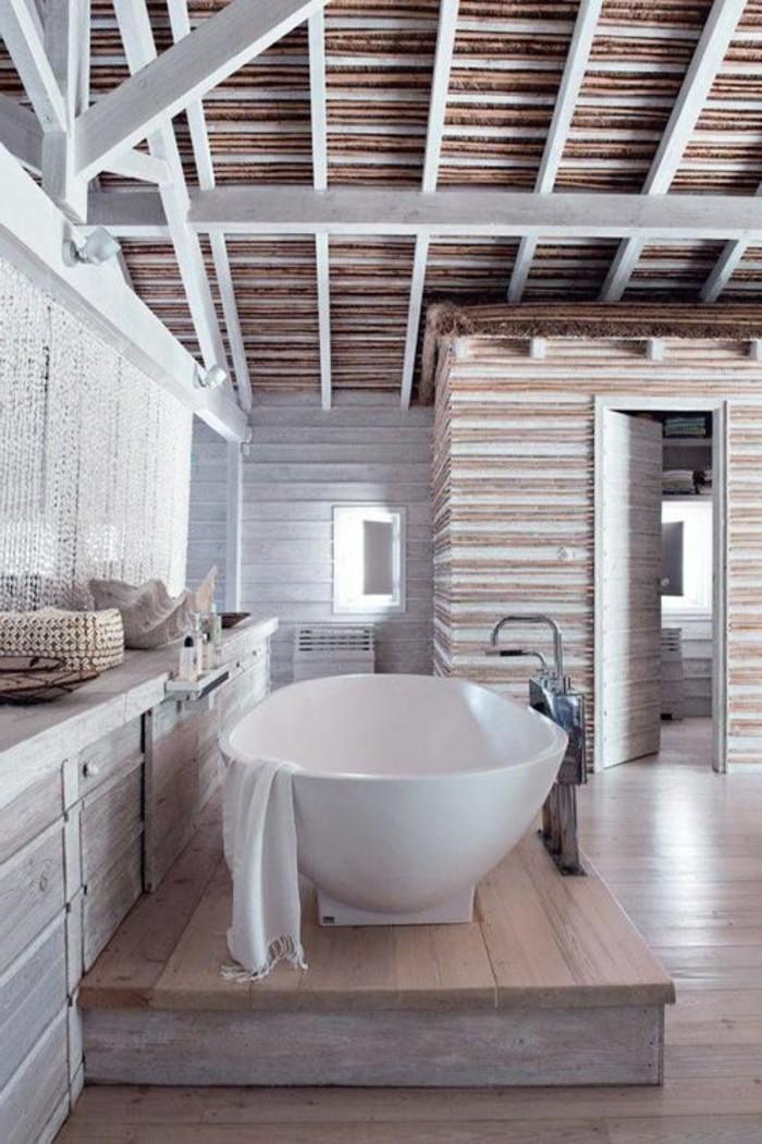 salle-de-bain-rustique-moderne-en-bois-idée-salle-de-bain-baignoire-blanche