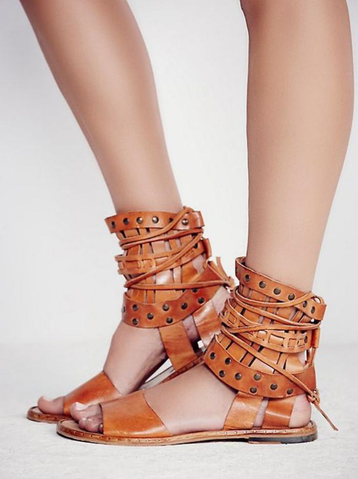 sandales-montantes-jolies-sandales-cuir-marron