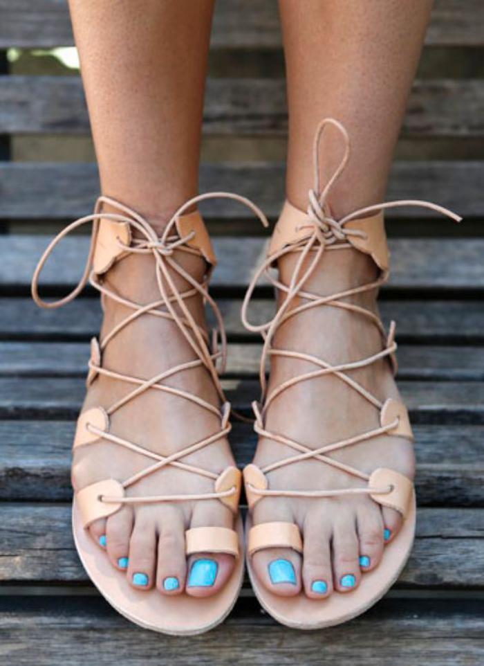 sandales-montantes-mi-hautes-beige-clair