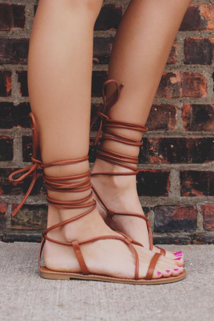 sandales-montantes-sandales-à-lacets-couleur-cognac