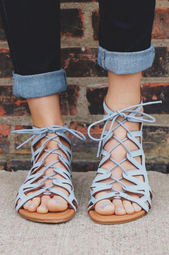 sandales-montantes-sandales-bleues-à-lacets